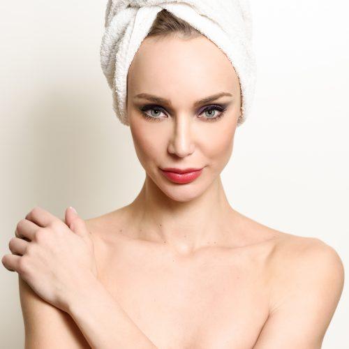 Para se ter uma pele saudável, especialmente a do rosto, deve-se fazer esporadicamente uma boa limpeza de pele. É recomendável que se faça em clinicas de estética, salão de beleza
