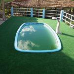 235-Foto-piscina-com-aplicacao-de-grama-nas-laterais