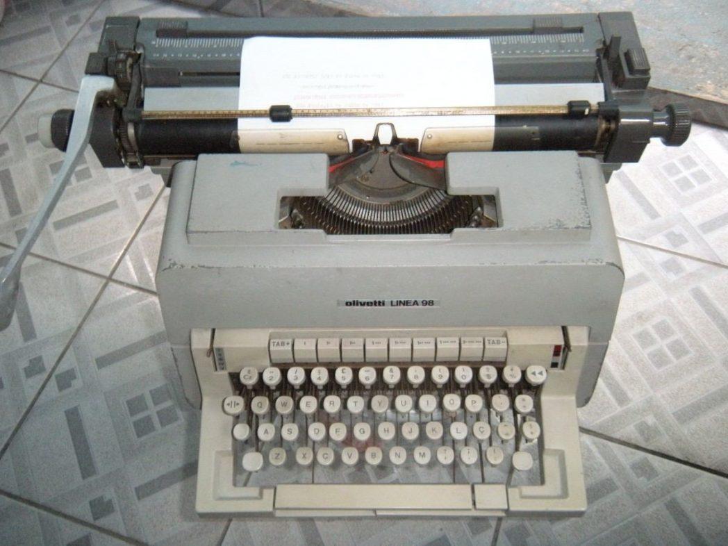 maquina-de-escrever-olivetti-linea-98-22-MLB4644399762_072013-F[1]