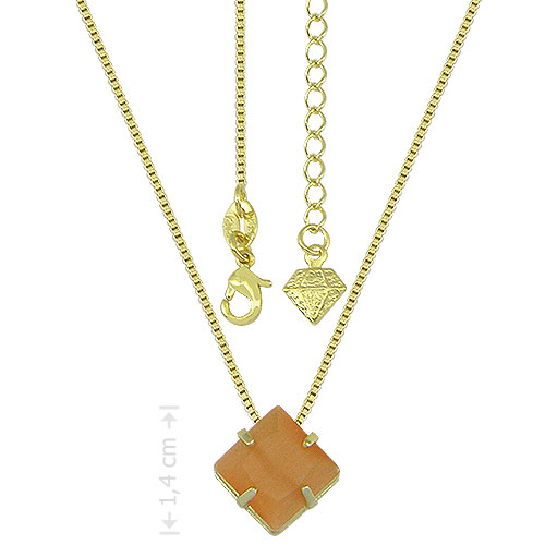 Gargantilha e pingente folheados a ouro. Pingente contendo pedra calcedônia carrê na cor light topázio, cravejada em chatão de galeria