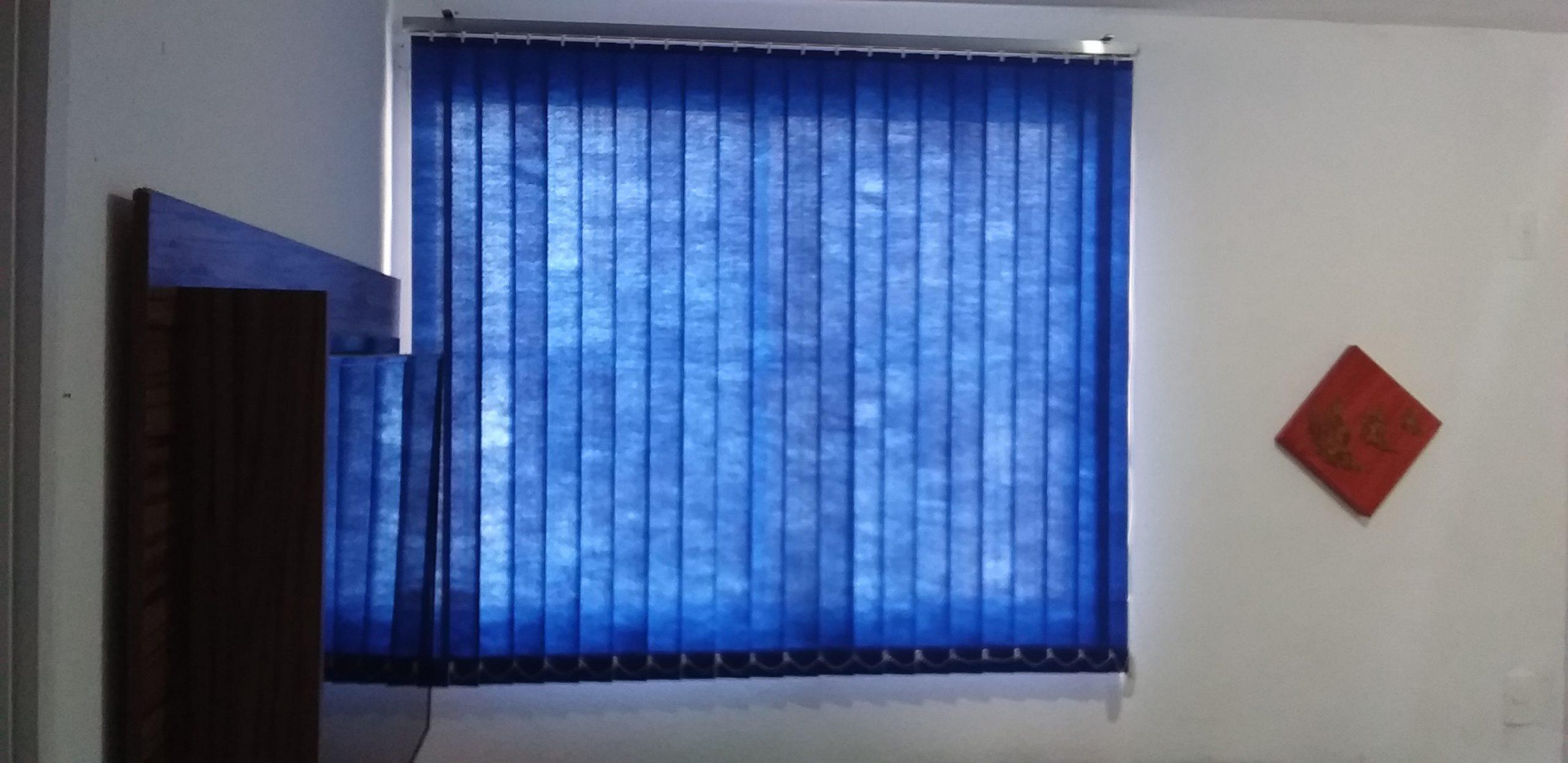 tecido vertical azul